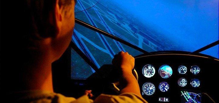 До 2 часов полета для 1-2 человек на авиационном тренажере или виртуальные воздушные бои от «Virtual flight school»